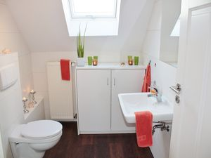 How to Make Your Small Bathroom Impress Buyers